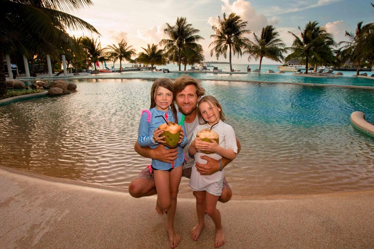 Ex CT pro Sean Holmes and his daughters at Kandooma