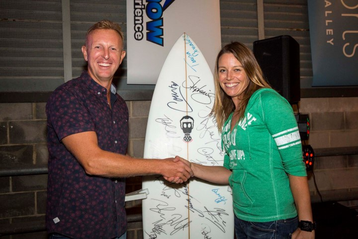 Jamie and Vicky stoked with her autographed surfboard. – Photo Christie.