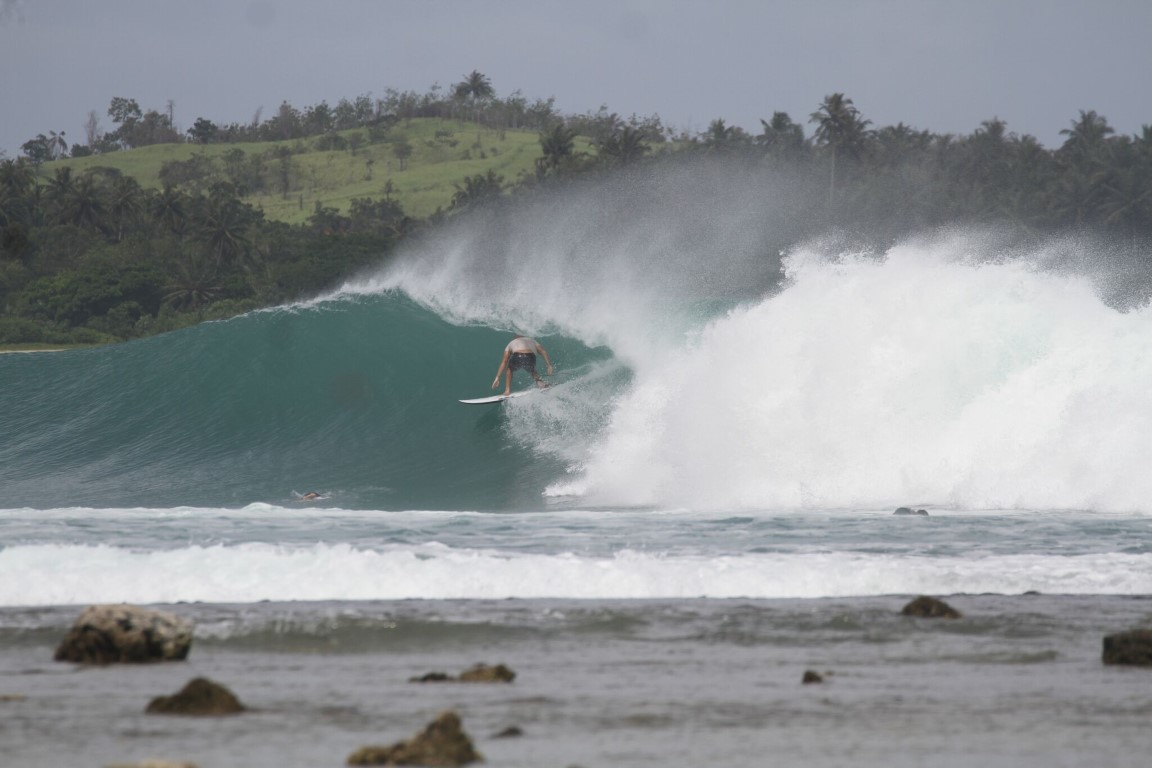 If you're not sure about tacking Nias on to your trip just have another quick look at this pick of an uncoordinated chump at small to medium Lagundri!