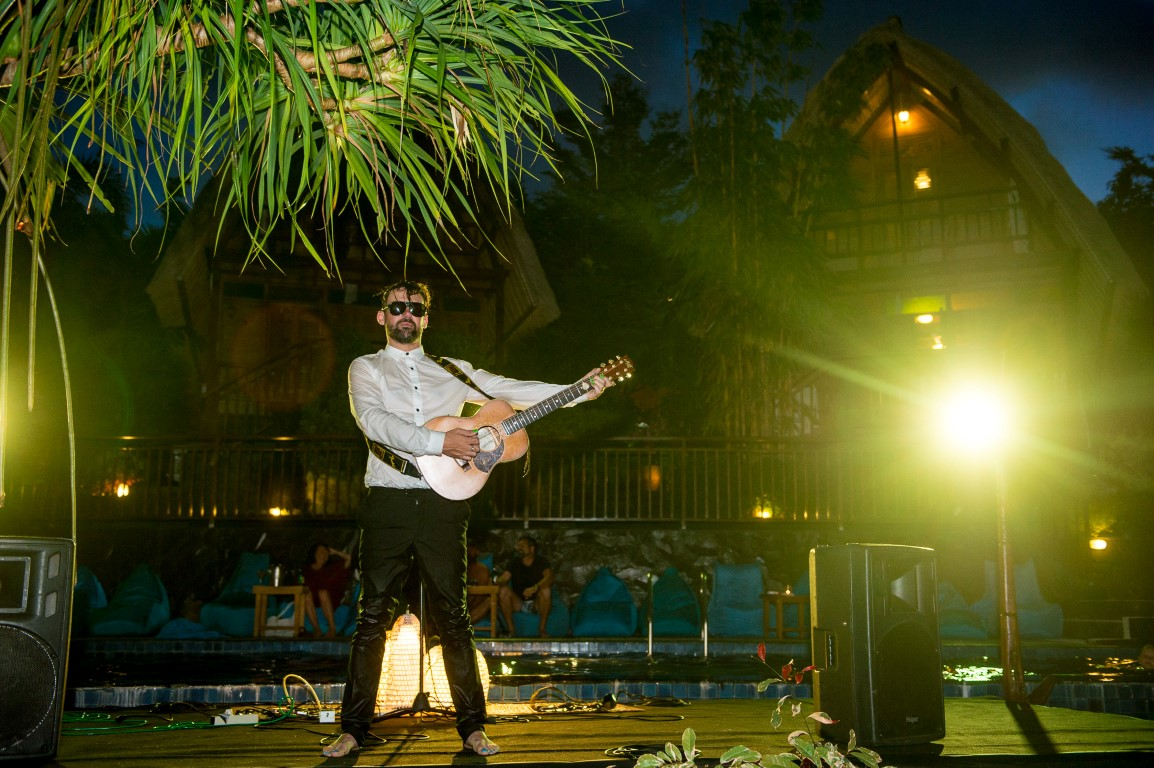 Phil Jamieson from Grinspoon playing SMIP 2016. Encore outta the pool. – Photo Sproutdaily C/O TPW