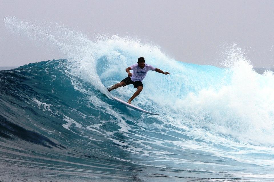 ben-horvath-surfing