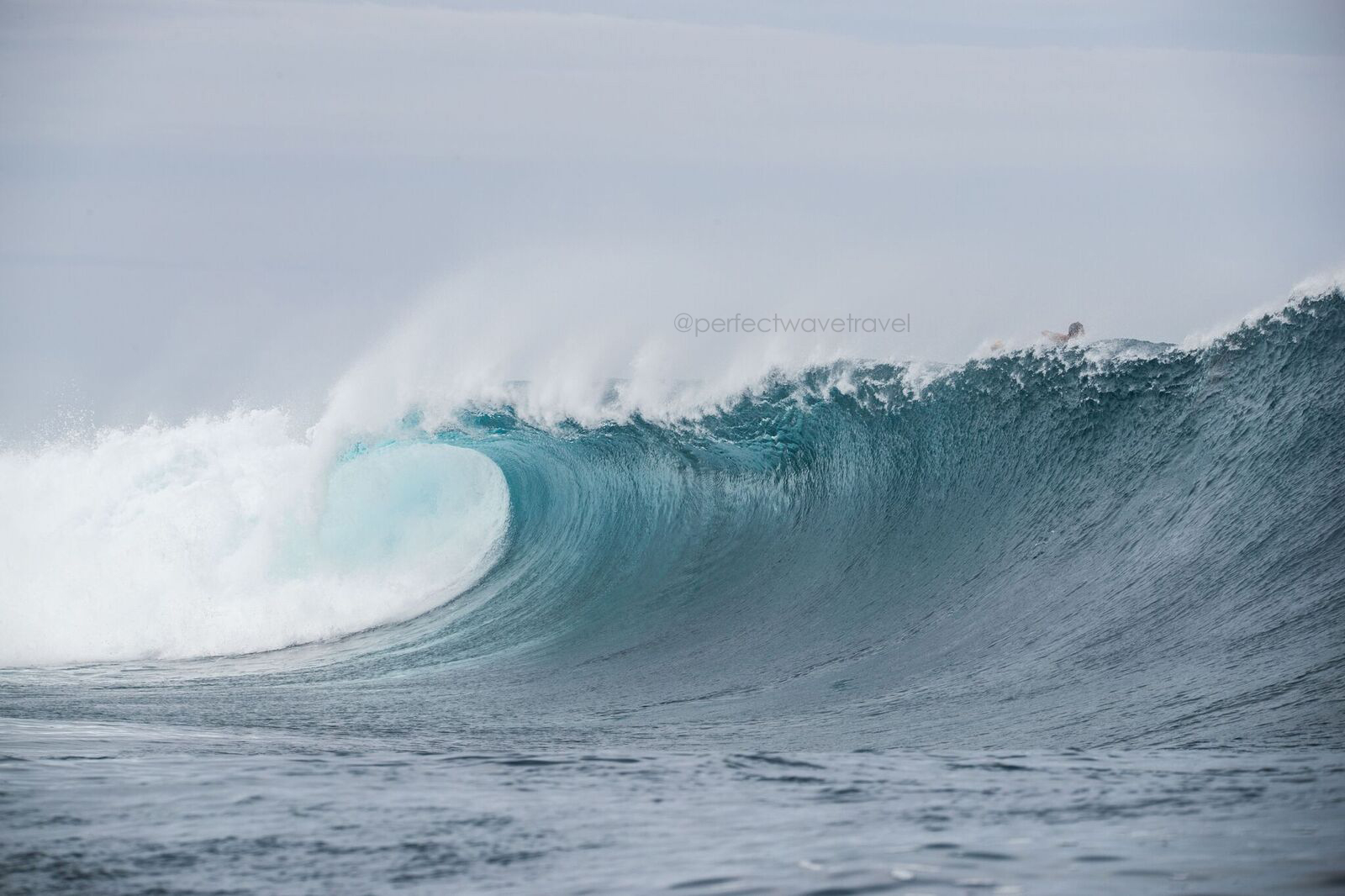 9-when-the-swell-arrives-at-cloudbreak-but-your-too-sure-where-ot-sit-another-empty-rolls-on-through_preview
