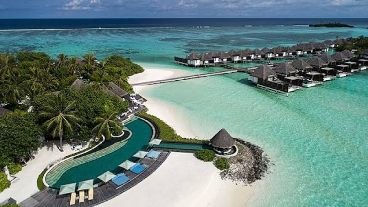Four Seasons Kuda Huraa Maldives Surf Holiday Perfect