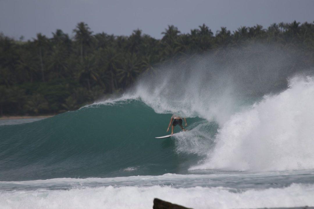 8-Frame surf spot in Nias