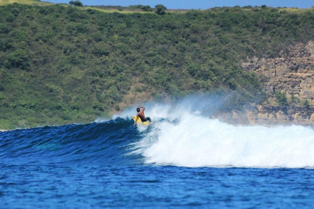 Outside Ekas surf break